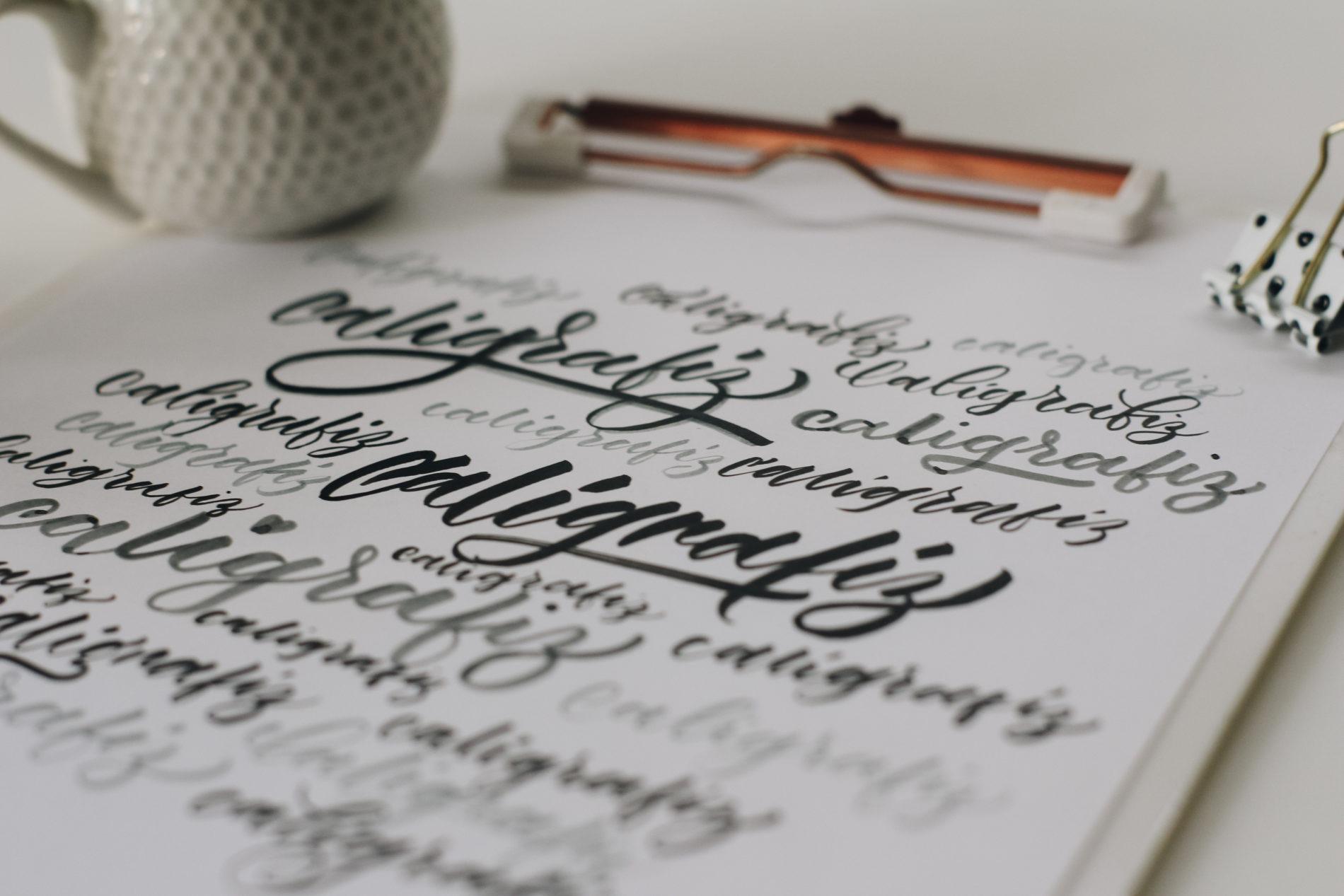 caligrafia moderna com brush pen